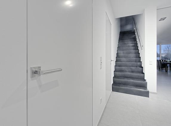 modulWERK 1.0 weiße Innentür in der Küche