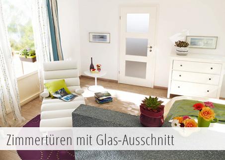 Weiße Tür mit drei Glasausschnitten im Wohnzimmer