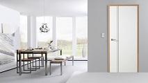 dunkle Zarge, helles Türblatt, Wohnzimmer, Milieuaufnahme