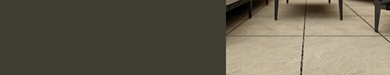 Naturbraune Fliesen auf der Terrasse